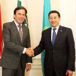 Kasachischer Botschafter Sarybay zu Besuch in der Grazer Burg