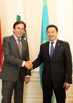 LH Voves und der Botschafter der Republik Kasachstan Kairat Sarybay in der Grazer Burg © Foto: steiermark.at/Leiß;