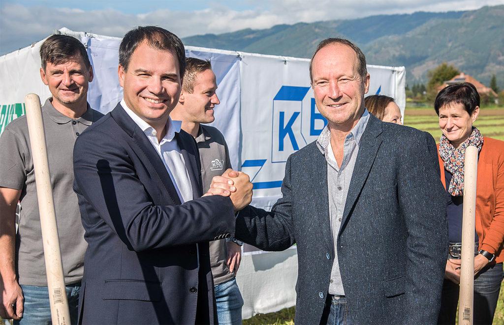 LH-Stv. Michael Schickhofer und KBG-Geschäftsführer Ernst Sattler (v.l.) beim Spatenstich in Spielberg. © Bilder: Land Steiermark/Bektaš;